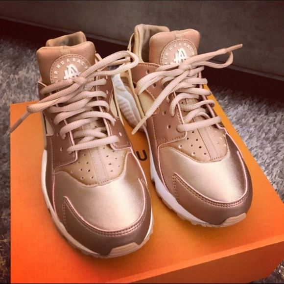 f3155d678cb6 Nike Rose Gold Huarache. M 5b78884845c8b35cc8d51d28